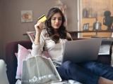Een op drie Nederlanders shopt online onder werktijd