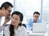 Een op drie Nederlanders roddelt digitaal over collega